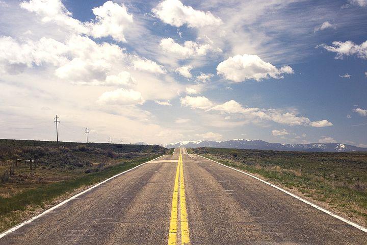 人生は決めることで動き出す。人は決めなければ何も行動出来ない