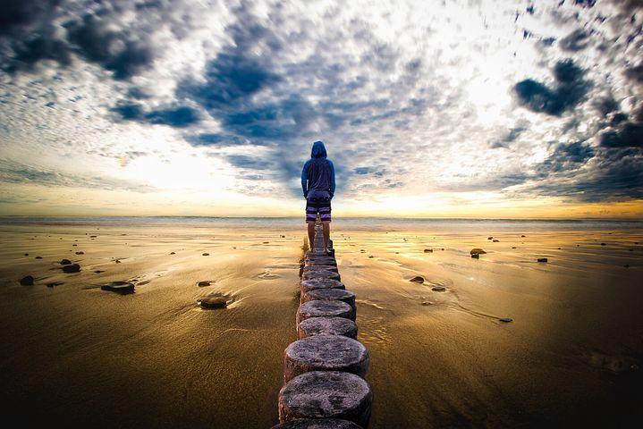 気付きとは自分の間違いに気付くこと。間違いに気付くことによって人は成長し、問題解決する力を得ることが出来る