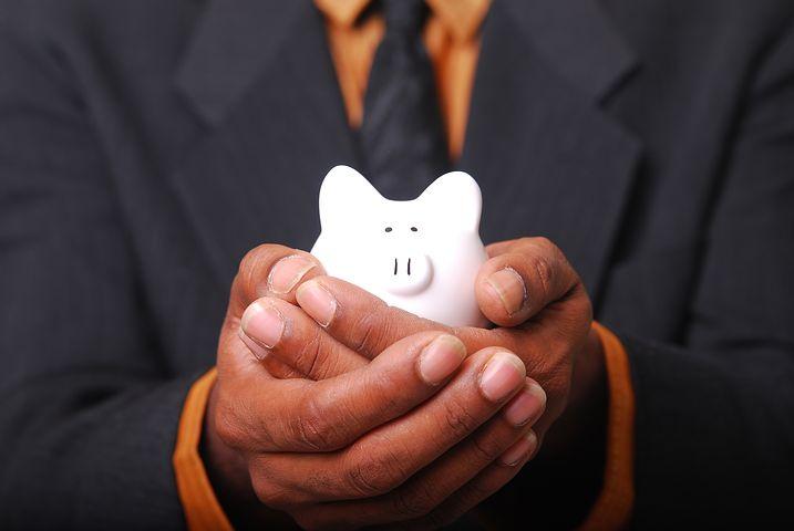 お金を貯める為に絶対やっておいた方が良いこと。お金を無意識に使っていたらなくなるのは当然。